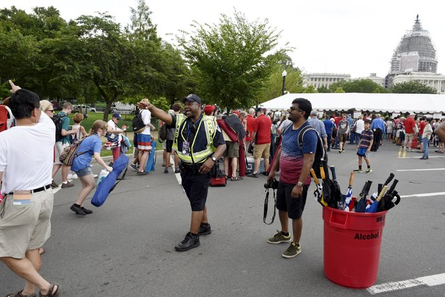 A law enforcement officer directs the crowd at a security checkpoint near the U.S. Capitol during Independence Day in Washington, July 4, 2015. (Photo by Sait Serkan Gurbuz/Reuters)