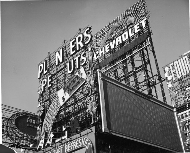 A view of the Planters Peanuts illuminated sign at the intersection of Broadway and 7th Avenue, Times Square, New York City, New York, circa 1940