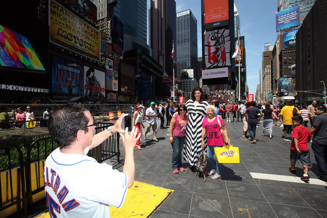 Amazon Amanda and Sergio seen out together in the Big Apple as Amanda poses for pictures with curious onlookers on May 26, 2014 in New York City. (Photo by Ruaridh Connellan/Barcroft Media)