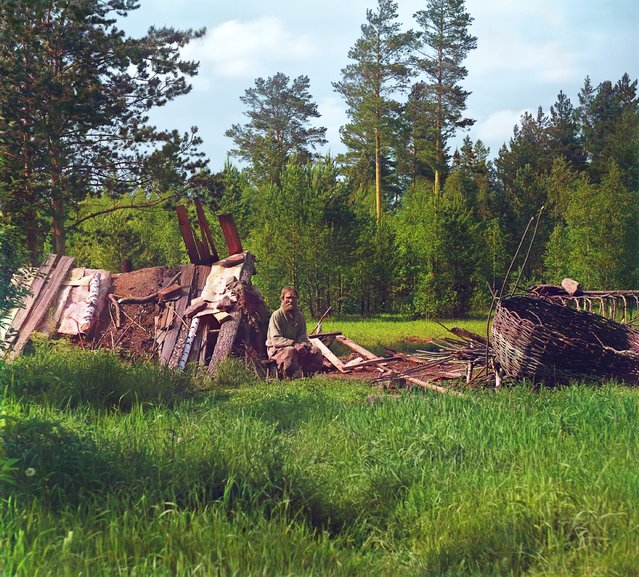 Photos by Sergey Prokudin-Gorsky. Hut of settler Artemii, nicknamed Kota, who has lived at this place more than 40 years. Russia, Perm Krai, Yekaterinburg uyezd (district), 1912