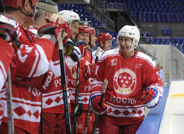 Russian President Vladimir Putin (R) and Washington Capitals winger Alexander Ovechkin (3rd L) take part in a match between former Russian ice hockey stars and students of the Sirius educational centre for gifted children in Sochi, Russia, September 1, 2015. (Photo by Mikhail Klimentyev/Reuters/RIA Novosti/Kremlin)