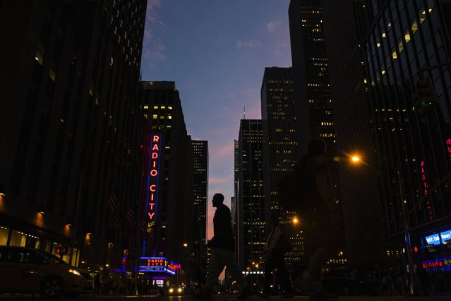 A man crosses 6th Avenue as the sun sets in New York September 3, 2014. (Photo by Lucas Jackson/Reuters)