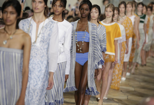 Models present creations by Tory Burch during her Spring/Summer 2016 collection at New York Fashion Week September 15, 2015 in New York. (Photo by Joshua Lott/AFP Photo)