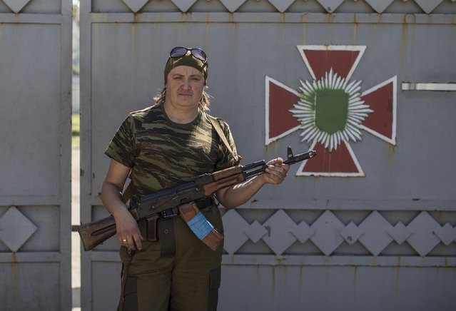 A woman fighting on the side of pro-Russian rebels poses with her rifle in Donetsk, eastern Ukraine, September 17, 2014. (Photo by Marko Djurica/Reuters)