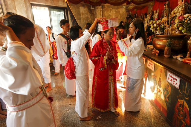 Devotees of the Chinese Jui Tui shrine get ready before a procession celebrating the annual vegetarian festival in Phuket, Thailand October 19, 2015. (Photo by Jorge Silva/Reuters)