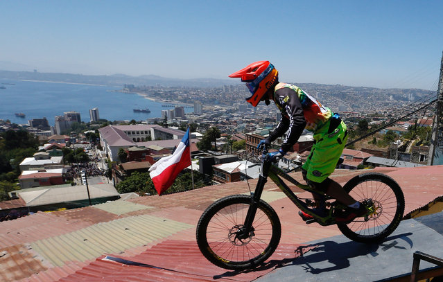 Guillermo Vargas of Chile in action during the Valparaiso mountain bike downhill race in Valparaiso, Chile on February 11, 2018. (Photo by Rodrigo Garrido/Reuters)