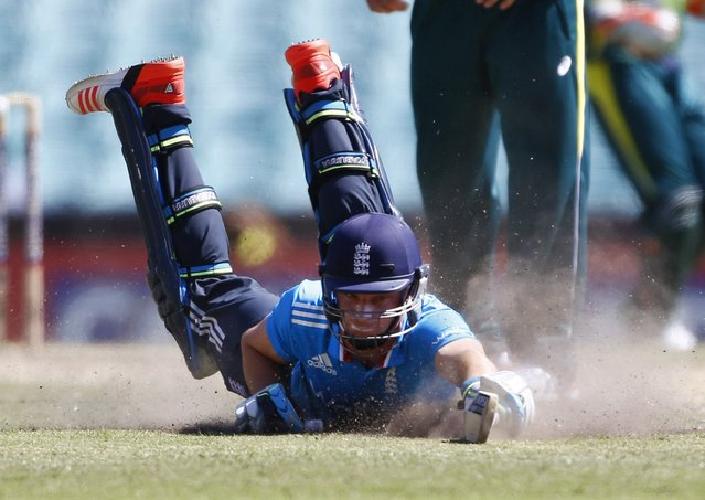 England's batsman Jos Buttler dives to the crease in partnership with captain Eoin Morgan during their one-day international cricket match against Australia at the Sydney Cricket Ground (SCG) in Sydney, January 16, 2015. (Photo by Steve Christo/Reuters)
