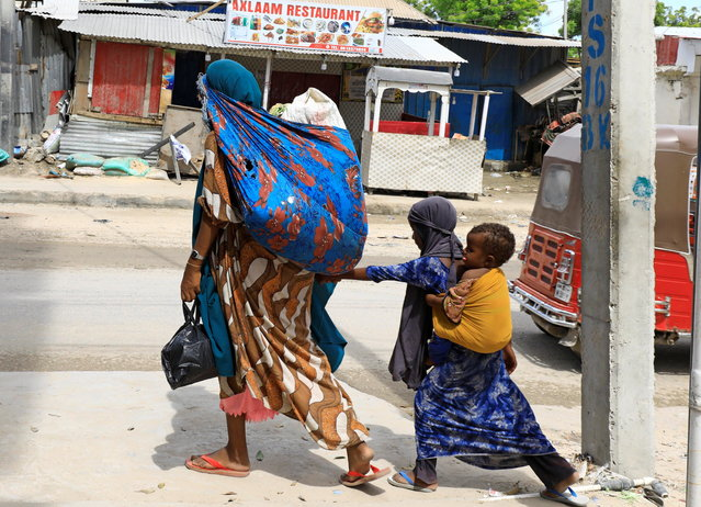 Civilians flee following gunfire between factions within Somalia's security forces near KM4 in Hodan district of Mogadishu, Somalia on April 26, 2021. (Photo by Feisal Omar/Reuters)