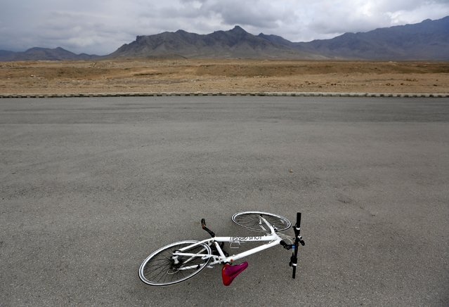 A bicycle lies on the ground at a training area on the outskirts of Kabul February 20, 2015. (Photo by Mohammad Ismail/Reuters)