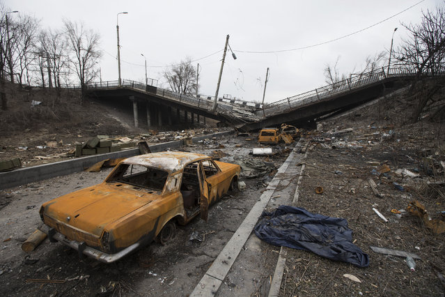 Wrecked cars are pictured near a destroyed bridge near Donetsk airport March 3, 2015. (Photo by Baz Ratner/Reuters)