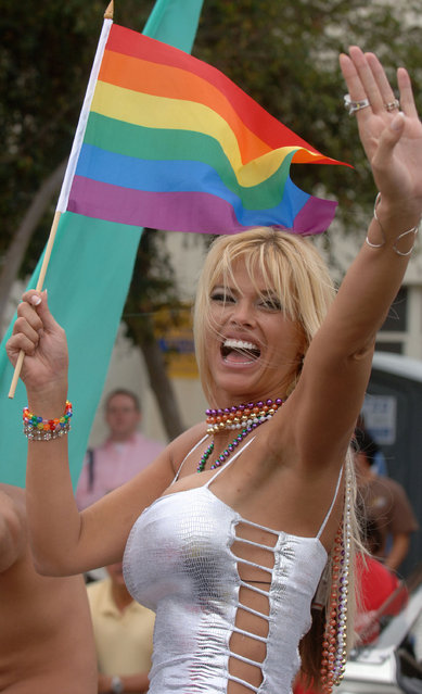 Anna Nicole Smith rides at the 2005 West Hollywood Gay Pride Parade, June 12, 2005 in Los Angeles, California. (Photo by Phil McCarten/Getty Images)