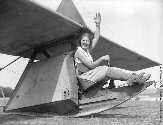1933:  A college student prepares to try out a small glider at the London Gliding Club on Dunstable Downs