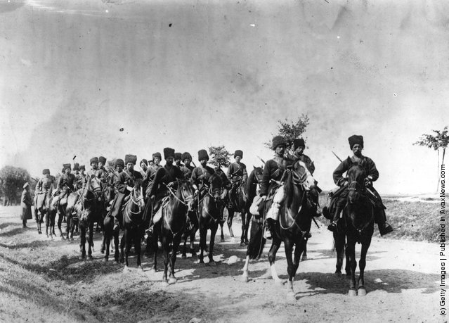 1914: Russian cossacks on the march