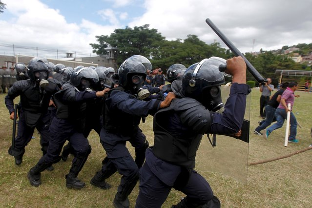 Members of the police unit for riot for law and order restoration take part in a drill at a base in Tegucigalpa, Honduras, July 30, 2015. (Photo by Jorge Cabrera/Reuters)