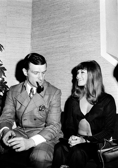 Hugh Hefner, publisher and owner of Playboy Magazine, and his girlfriend Barbara Benton, 19-year-old actress, are pictured at the Foreign Press Association in Rome, Italy, on August 6, 1969. (Photo by AP Photo)