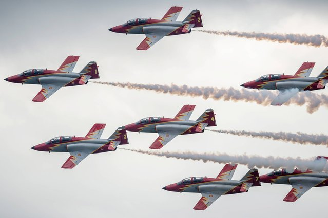 "Spanish aerobatic team ""Patrulla Aguila"" perform  at the air show AIR14 in Payerne, Switzerland, Sunday, August  31, 2014. (Photo by Alessandro della Valle/AP Photo/Keystone)"