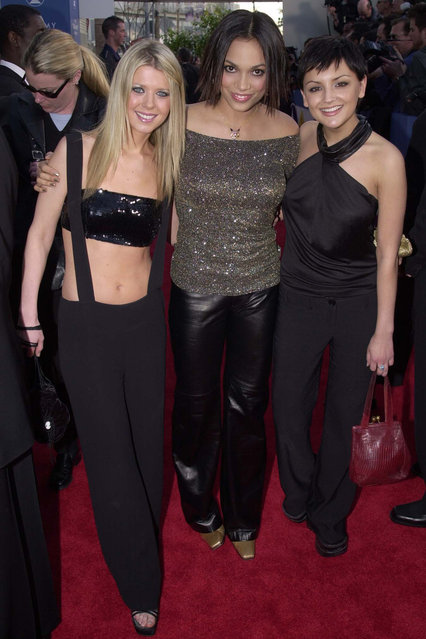 Tara Reid, Rosario Dawson and Rachael Leigh Cook during The 43rd Annual GRAMMY Awards – Arrivals at Staples Center in Los Angeles, California, United States on 21 January, 2001. (Photo by Jeff Kravitz/FilmMagic, Inc)