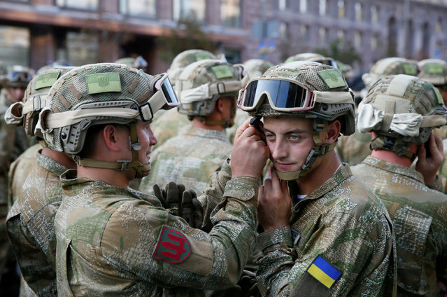 Ukrainian servicemen take part in a rehearsal for the Independence Day military parade in central Kiev, Ukraine, August 22, 2016. (Photo by Valentyn Ogirenko/Reuters)