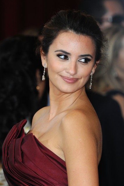 Actress Penelope Cruz arrives at the 82nd Annual Academy Awards held at Kodak Theatre on March 7, 2010 in Hollywood, California. (Photo by Frazer Harrison/Getty Images)