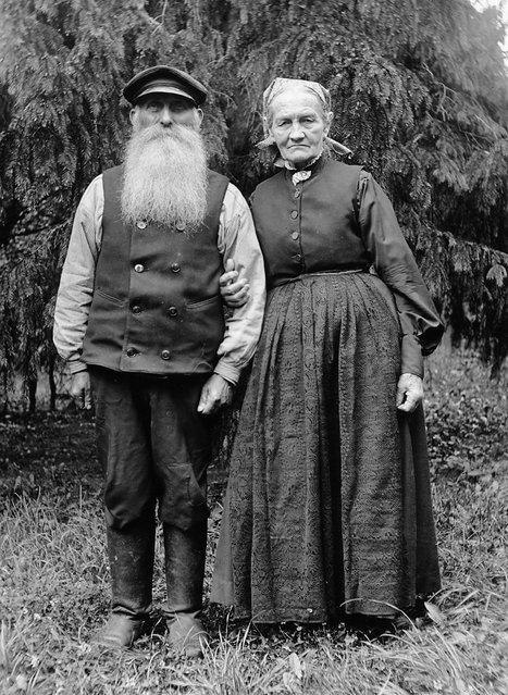 Mr and Mrs Fröding, Kummelnäs, Uppland, Sweden, 1932. The gardener Fredrik Fröding, born in 1854, and his wife. (Photo by Einar Erici)