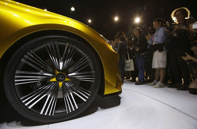 The front wheel of the Lexus LF-C2 concept vehicle is shown during the model's world debut at the Los Angeles Auto Show in Los Angeles, California November 19, 2014. (Photo by Mario Anzuoni/Reuters)