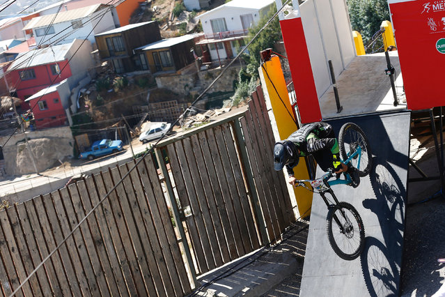 Felipe Vial of Chile in action during the Valparaiso mountain bike downhill race in Valparaiso, Chile on February 11, 2018. (Photo by Rodrigo Garrido/Reuters)