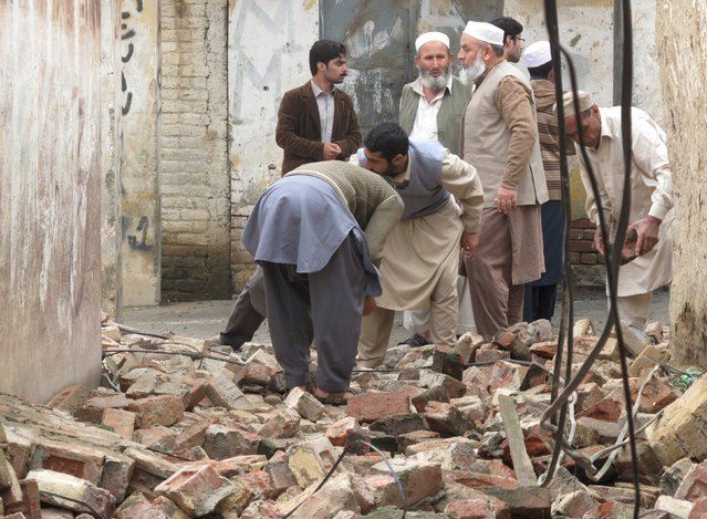 Residents gather to clear a path by removing rubble from a house after it was damaged by an earthquake in Mingora, Swat, Pakistan October 26, 2015. (Photo by Hazrat Ali Bacha/Reuters)