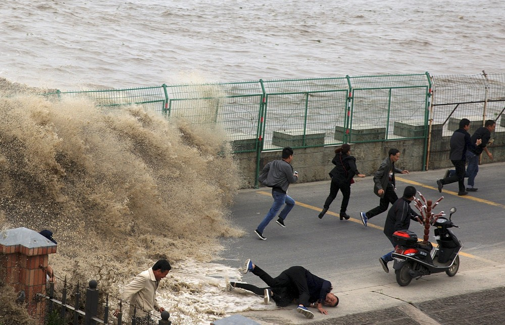 Giant Tidal Waves in China