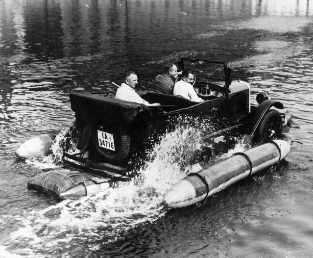 A motor car equipped with floats making its way along the River Spree in Berlin, Germany, circa 1930. The vehicle is the invention of engineer Herr Grosse, who claims that it enables every motorist to transform a car into a motor boat within a quarter of an hour. (Photo by General Photographic Agency/Getty Images)