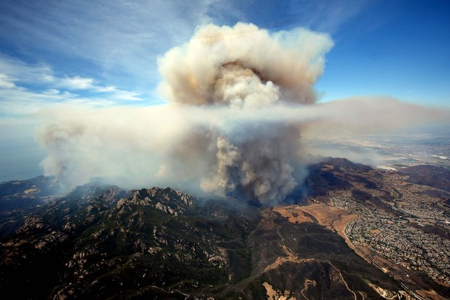 A brush fire that burned more than 10,000 acres in Ventura County gained strength on Friday. (Photo by Mel Melcon/Los Angeles Times/MCT)