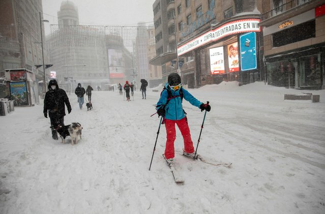 A woman snow ski at Gran Via street during heavy snowfall on January 09, 2021 in Madrid, Spain. Spain is on red alert for a second day due to storm Filomena, which has brought unusually cold weather and heavy snowfalls. The storm has caused cancelled services and transport disruption. (Photo by Pablo Blazquez Dominguez/Getty Images)