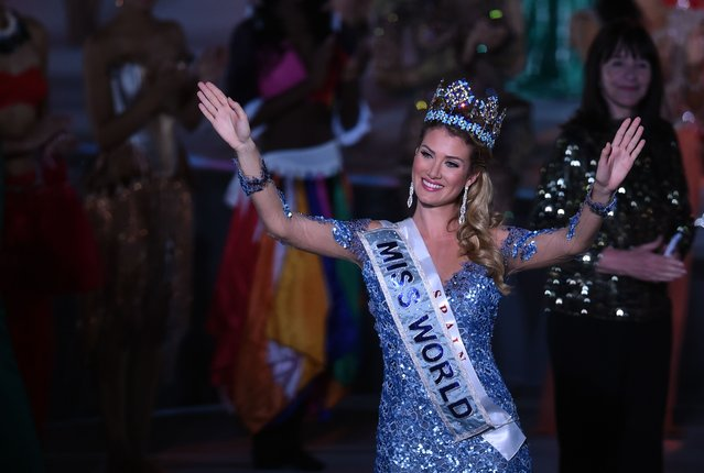 Mireia Lalaguna Rozo of Spain waves after winning the new title at the Miss World Grand Final in Sanya, in southern China's Hainan province on December 19, 2015. Contestants from over 110 countries compete in the final of the 65th Miss World Competition. (Photo by Johannes Eisele/AFP Photo)
