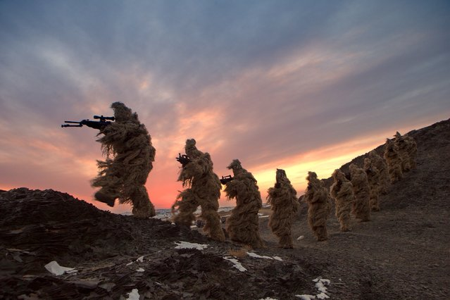Soldiers of the People's Liberation Army (PLA) Marine Corps are seen in training at a military training base in Bayingol, Xinjiang Uighur Autonomous Region, January 20, 2016. (Photo by Reuters/Stringer)