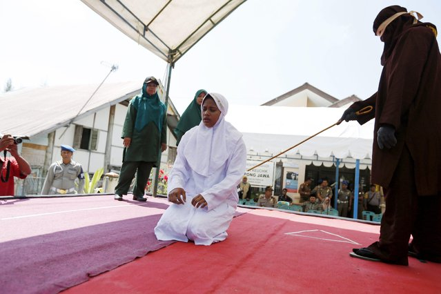 An Acehnese woman is whipped in front of the public for violating sharia law in Banda Aceh, Indonesia, 02 February 2017. The woman was sentenced to 26 lashes from a cane for having a s*x outside of marriage. Aceh is the only one province in Indonesia which has implemented sharia law, which bans sexual contact between men and women who are not married. Whipping is one form of punishment imposed in Aceh for violating Islamic sharia law. (Photo by Hotli Simanjuntak/EPA)