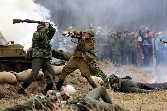 Members of a historical society re-enact one of the last battles of World War Two, in St. Petersburg, Russia, 26 April 2015. Participants donned Soviet and Nazi uniforms during a reconstruction of a battle in April 1945, marking the 70th anniversary of the Russian victory over Nazi Germany. (Photo by Anatoly Maltsev/EPA)
