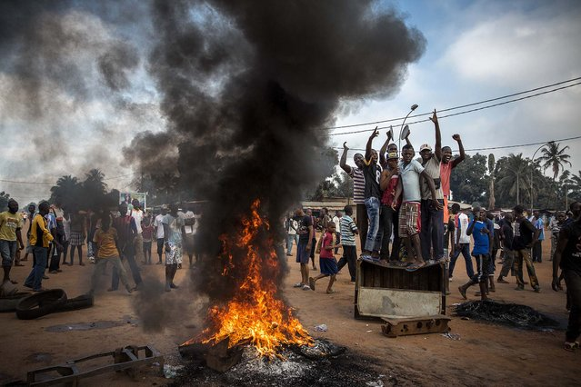 2nd prize in the General News Stories category. William Daniels, France, for Panos Pictures for Time. The photo shows demonstrators gathering on a street in Bangui, Central African Republic, November 17, 2013, to call for the resignation of interim President Michel Djotodia following the murder of Judge Modeste Martineau Bria by members of Seleka. (Photo by William Daniels/World Press Photo)