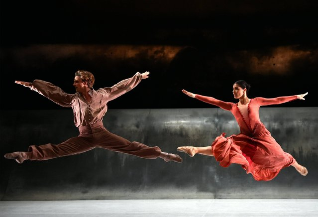"""Dancers perform during a full dress rehearsal of the Australian Ballet's contemporary production of """"Vitesse"""" at the Opera House in Sydney on April 25, 2016. (Photo by Saeed Khan/AFP Photo)"""