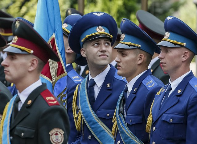 The guard of honour takes part in a welcoming ceremony for Bulgarian President Rosen Plevneliev in Kiev, Ukraine, July 7, 2015. (Photo by Gleb Garanich/Reuters)