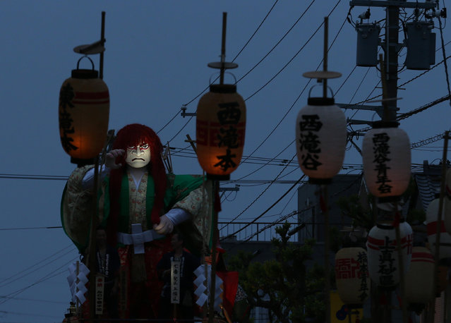 A huge paper doll of historical Japanese figure named Ko-shishi as paper lanterns seen on the cart during the Mikuini annual festival on May 20, 2014 in Sakai, Japan. The annual festival takes place from May 19-21 and is attended by thousands of visitors. During the festival people dressed in traditional Japanese costumes pull carts carrying 6 meter high dolls of Japanese historical figures through the narrow streets. The origins of the festival are unclear but its history can be traced back more than 250 years. (Photo by Buddhika Weerasinghe/Getty Images)