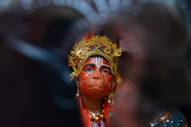 An Indian hild dressed as Hindu god Lord Hanuman waits to perform during a fancy dress competition at a school in Amritsar on November 26, 2017. (Photo by Narinder Nanu/AFP Photo)