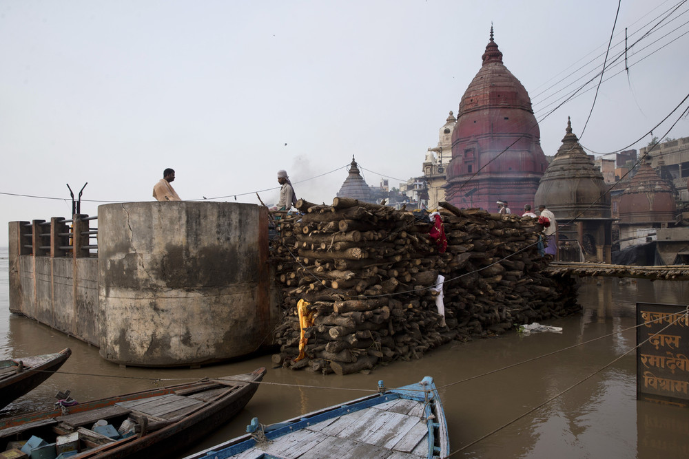 Floods Stop Funerals in India Holy City