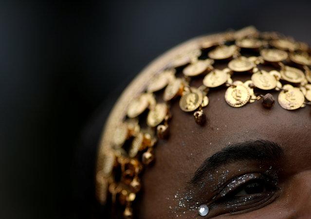 A reveller takes part in the annual block party Escravos da Maua as part of pre-carnival festivities in Rio de Janeiro, Brazil, February 4, 2018. (Photo by Ricardo Moraes/Reuters)