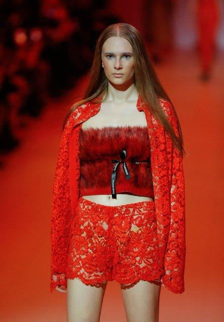 A model presents a creation by Ukrainian designer Elvira Gasanova during the Ukrainian Fashion Week in Kiev, Ukraine, 03 February 2018. (Photo by Sergey Dolzhenko/EPA/EFE)