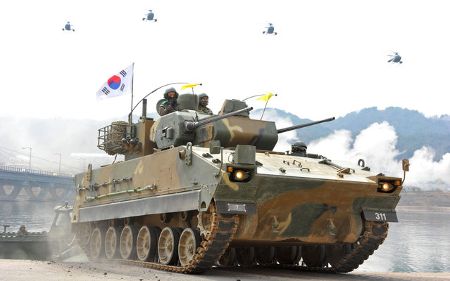 The South Korean military conducts exercises in Hwacheon near the border with North Korea, on April 1, 2013. (Photo by Kim Jae-hwan/AFP Photo)
