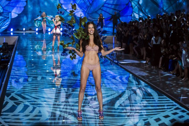 Model Adriana Lima presents a creation during the 2015 Victoria's Secret Fashion Show in New York, November 10, 2015. (Photo by Lucas Jackson/Reuters)