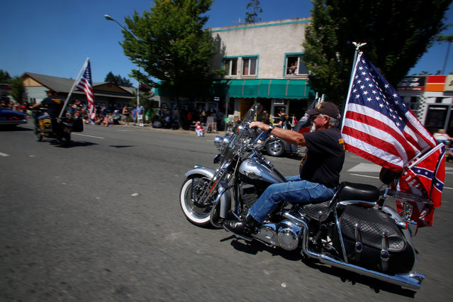 The Josephine County Oath Keepers, which later disbanded and became the Liberty Watch of Josephine County, participate in a Memorial Day parade in Grants Pass, Oregon, U.S. May 28, 2016. (Photo by Jim Urquhart/Reuters)