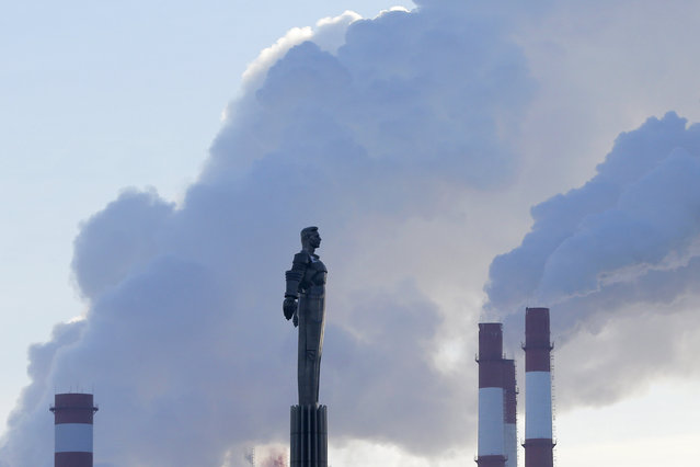 Steam rises from chimneys of a heating power plant near a monument of Yuri Gagarin, the first man in space, on a frosty winter day in Moscow, Russia, January 11, 2016. (Photo by Maxim Shemetov/Reuters)