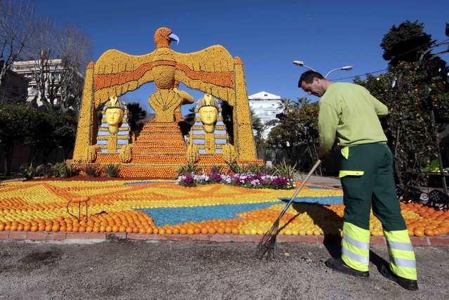 "A worker puts the final touch to a replica of a giant eagle and pharaons made with lemons and oranges which shows a scene of the movie ""Cleopatra"" during the Lemon festival in Menton, France, February 10, 2016. (Photo by Eric Gaillard/Reuters)"