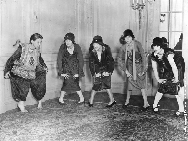 1935:  A group of ladies learning The Charleston, dance