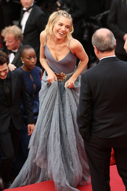 """Jury member Sienna Miller attends the closing ceremony and """"Le Glace Et Le Ciel"""" (Ice And The Sky) Premiere during the 68th annual Cannes Film Festival on May 24, 2015 in Cannes, France. (Photo by Neilson Barnard/Getty Images)"""